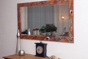 spiegel beschilderd met Australische tekens